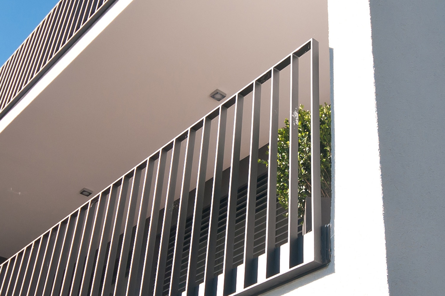 Steel-balustrade-close-up.jpg